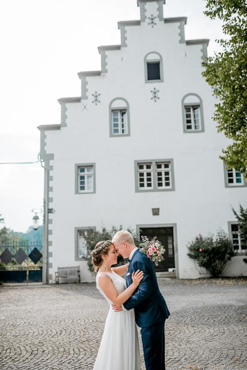 Hochzeit-im-Gut-StockhausenHochzeitsfoograf-Sauerland-PENNIE+CAM-Dortmund-Meschede-Arnsberg-Hochzeit-Portrait-Boudoir-Familie-Papeterie-design-4